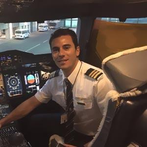 Angel Casas, Comandante en Emirates Airlines, A380. CESDA
